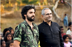 Oscar Isaac, who plays José Ramos-Horta in the film, with the real José Ramos-Horta