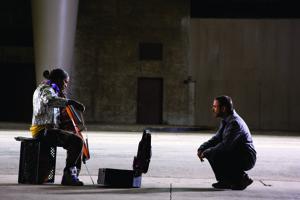 Nathaniel Ayres (Jamie Foxx) and Steve Lopez (Robert Downey Jr.)
