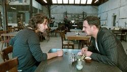 Soul Kitchen: Zinos Kazantsakis (Adam Bousdoukos) and Illias Kazantsakis (Moritz Bleibtreu)