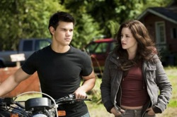The Twilight Saga: Eclipse - Jacob Black (Taylor Lautner), Bella Swan (Kristen Stewart)