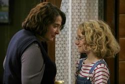 The Hedgehog: Renée Michel (Josiane Balasko) and Paloma Josse (Garance Le Guillermic)