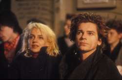 Dogs in Space: Anna (Saskia Post) and Sam (Michael Hutchence)