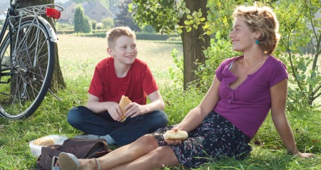 The Kid with a Bike: Cyril (Thomas Doret) and Samanth (Cécile De France)