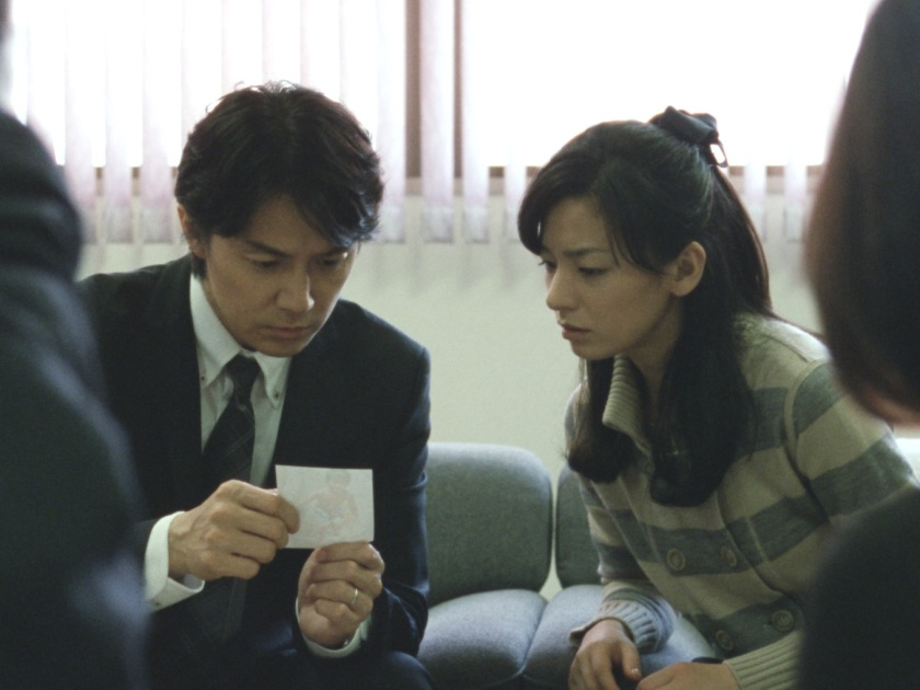 Masaharu Fukuyama as Ryota Nonomiya and Machiko Ono and Midori Nonomiya in Like Father, Like Son